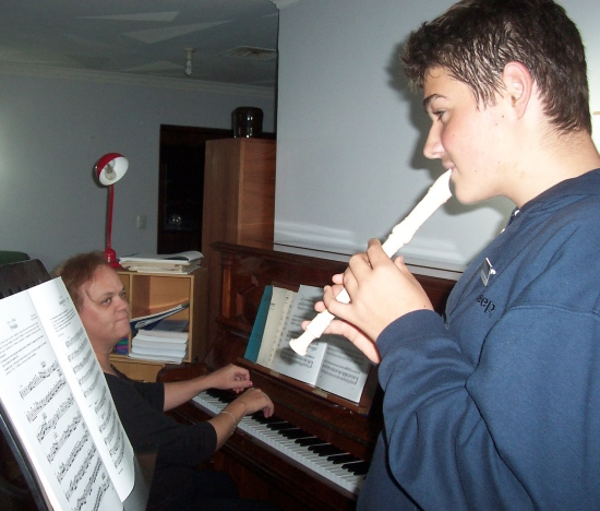 accompanying-recorder-player-wb0524.jpg