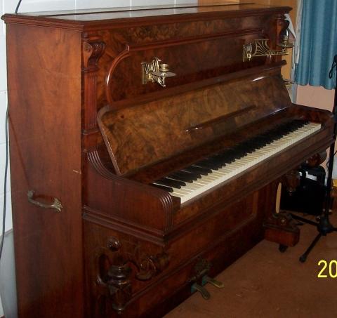 lindahl-piano-091-230dpi.jpg