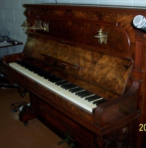 lindahl-piano-092-230dpi.jpg