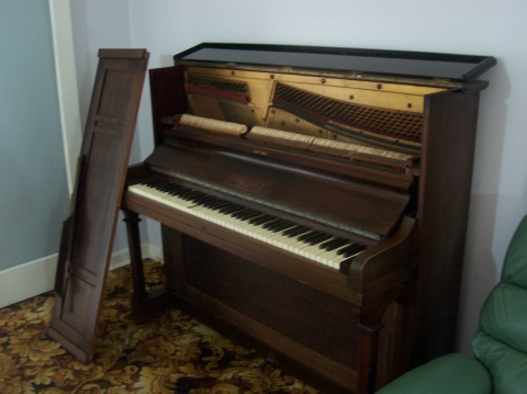 moore-piano-open-032723-230.jpg